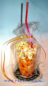 biertje van popcorn en chipitos