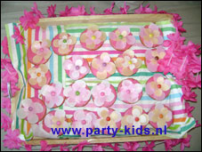 Gebloemde roze koek