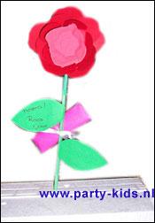 roos van eierdopje en papier