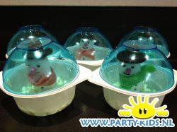 Sneeuwbollen met sneeuwpop