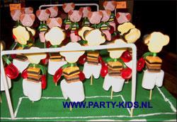 voetbalveld met spelers snoepvariant