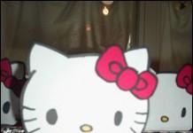 Hello Kitty met knijper op bekertjes