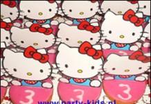 Hello Kitty op roze koek