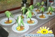 Eierkoek eiland met palmboom