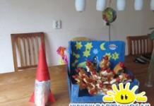 Ufo van eierkoek en aardbeien